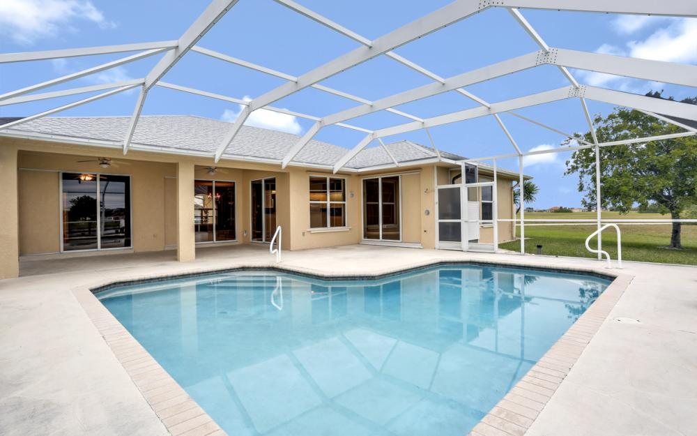 527 NW 35th Pl, Cape Coral - Home For Sale 2100907586