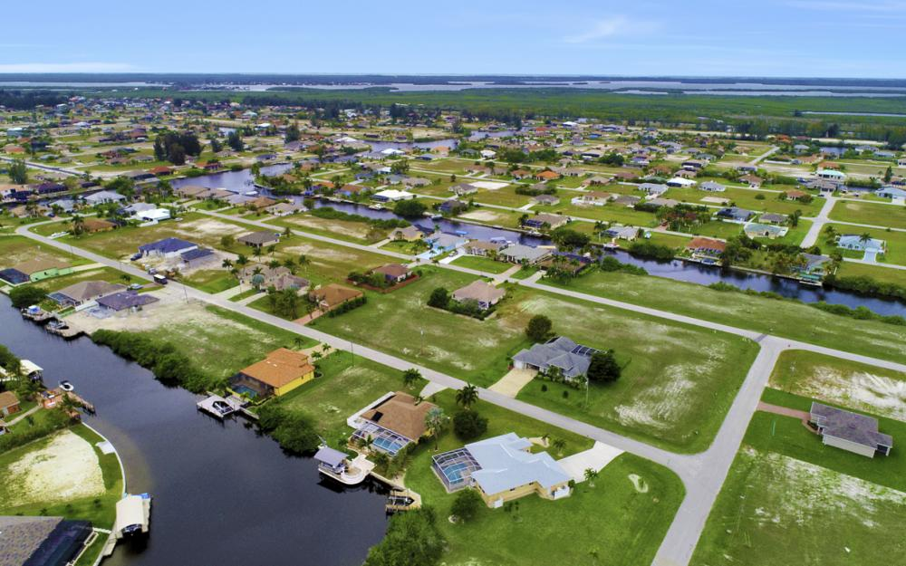527 NW 35th Pl, Cape Coral - Home For Sale 1144928689
