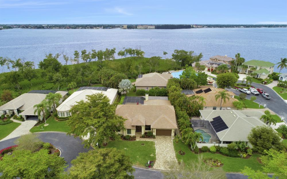 12510 Marina Club Dr, Fort Myers - Home For Sale 814065049