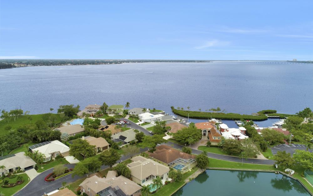 12510 Marina Club Dr, Fort Myers - Home For Sale 139643244