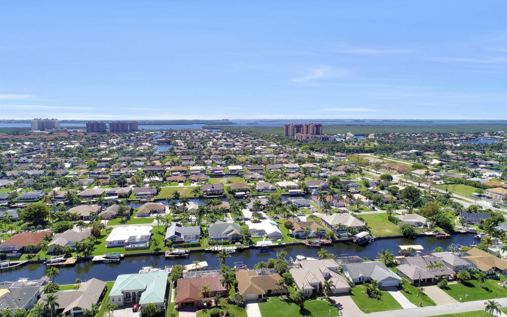 1510 SW 52nd Ln, Cape Coral - Home For Sale 389617018