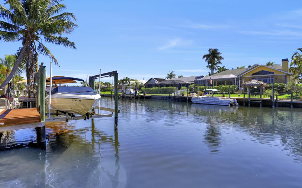 1510 SW 52nd Ln, Cape Coral - Home For Sale 2034744524
