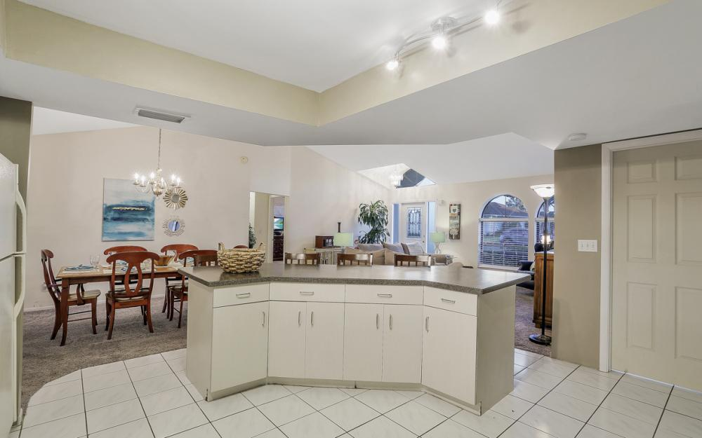 250 SW 39th Ter, Cape Coral - Home For Sale 994056850