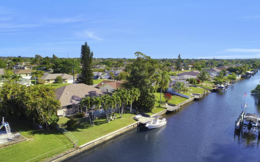 250 SW 39th Ter, Cape Coral - Home For Sale 63232335