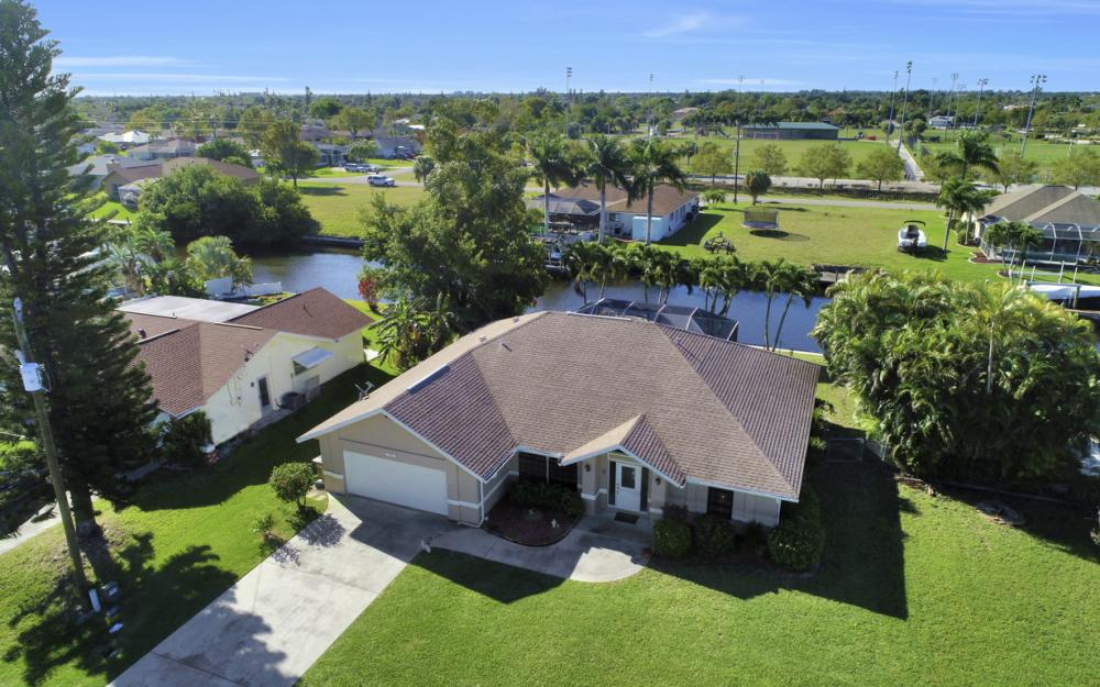 250 SW 39th Ter, Cape Coral - Home For Sale 2028291534