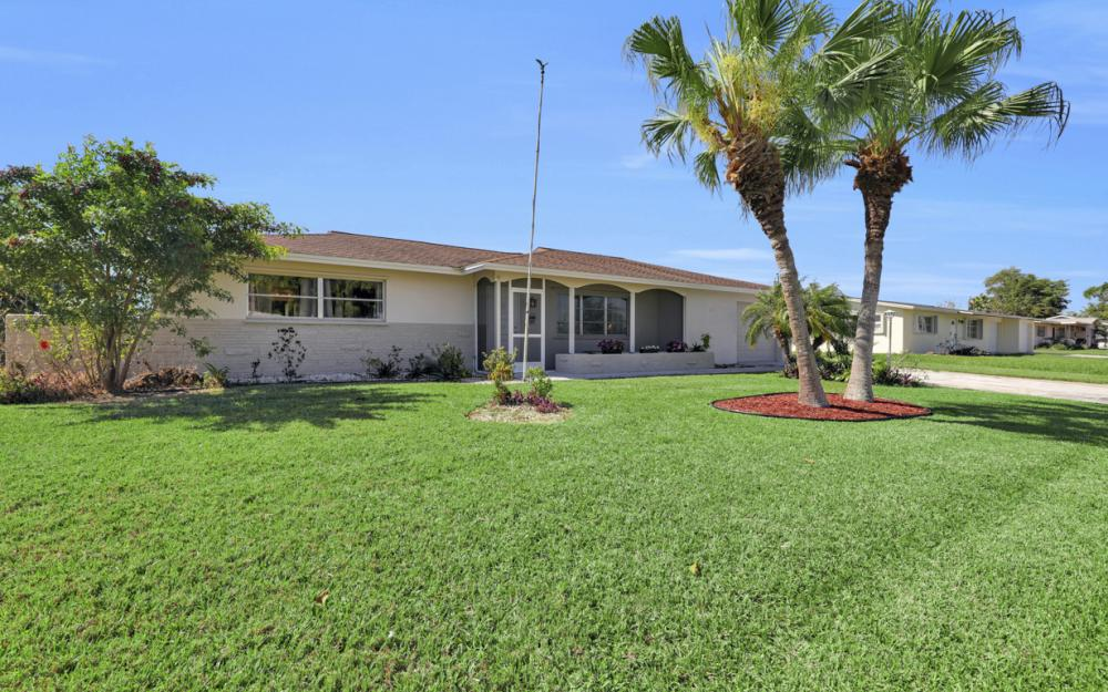 900 Monet St, Lehigh Acres - Home For Sale 1943083245