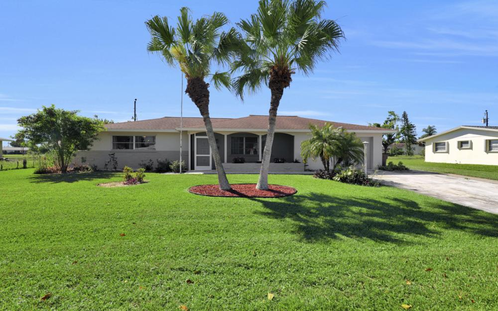 900 Monet St, Lehigh Acres - Home For Sale 544571950