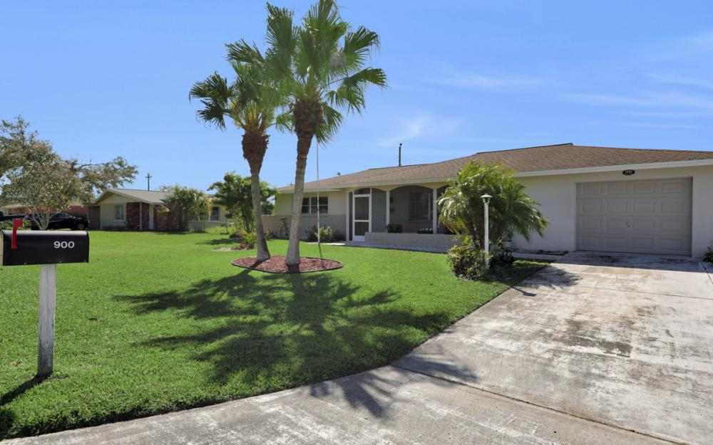 900 Monet St, Lehigh Acres - Home For Sale 389960891