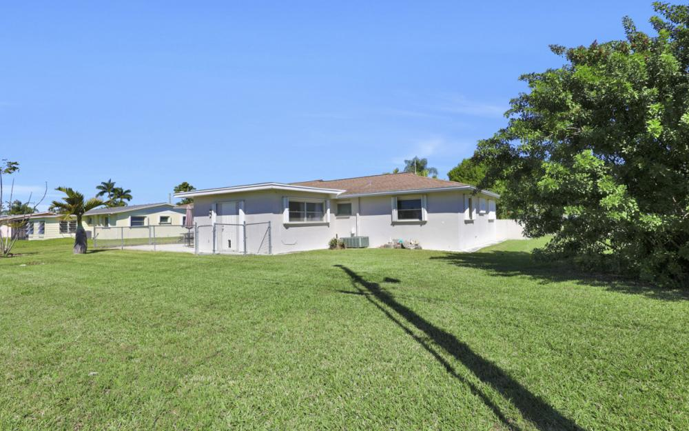 900 Monet St, Lehigh Acres - Home For Sale 1864623784