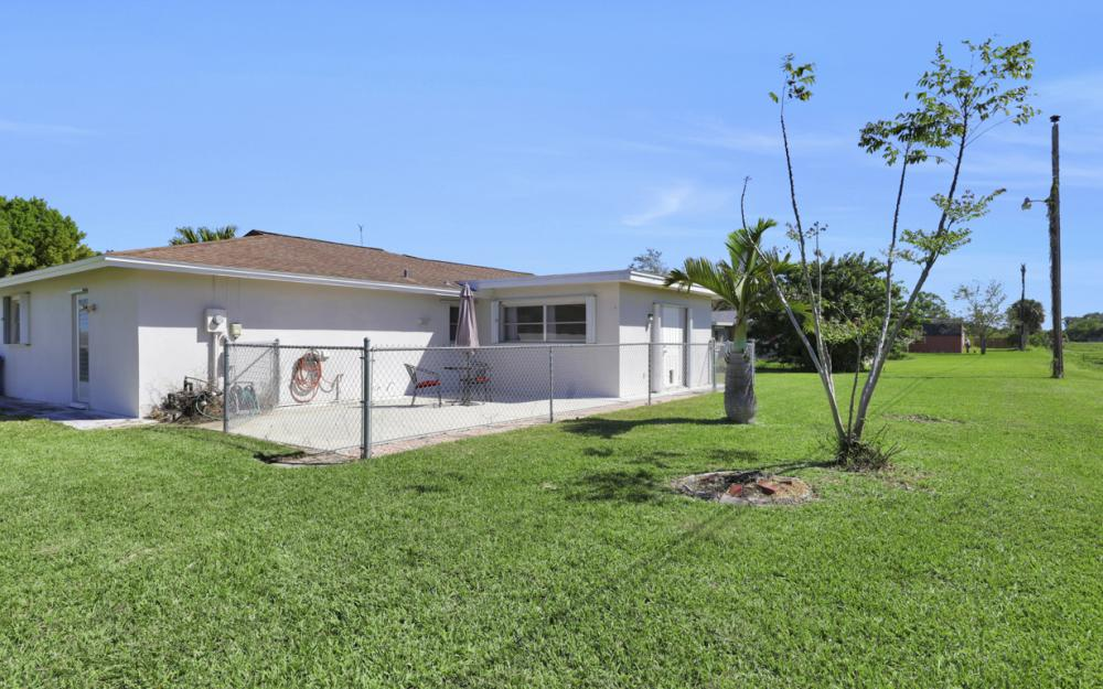 900 Monet St, Lehigh Acres - Home For Sale 1022066087