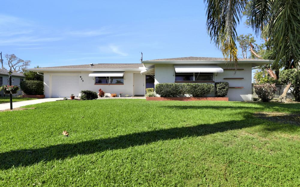 925 SE 44th St Cape Coral - Home For Sale 1078408351