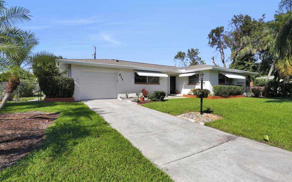 925 SE 44th St Cape Coral - Home For Sale 1209742518