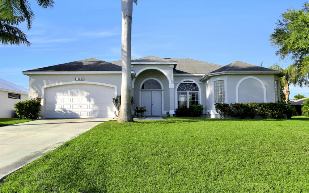 1807 SW 47th St, Cape Coral - Home For Sale 192384758
