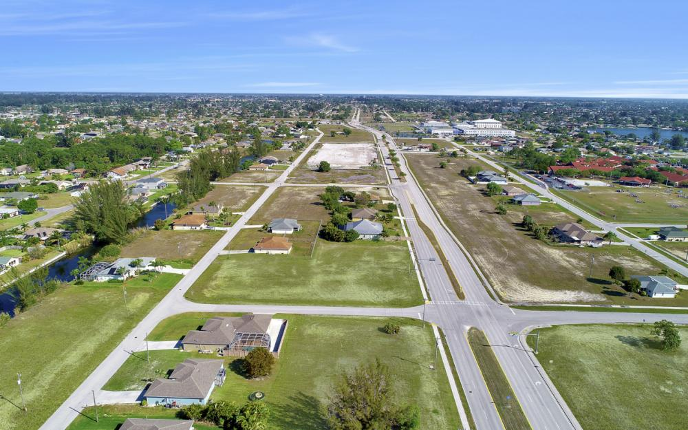 2106 Skyline Blvd, Cape Coral - Lot For Sale 192200597