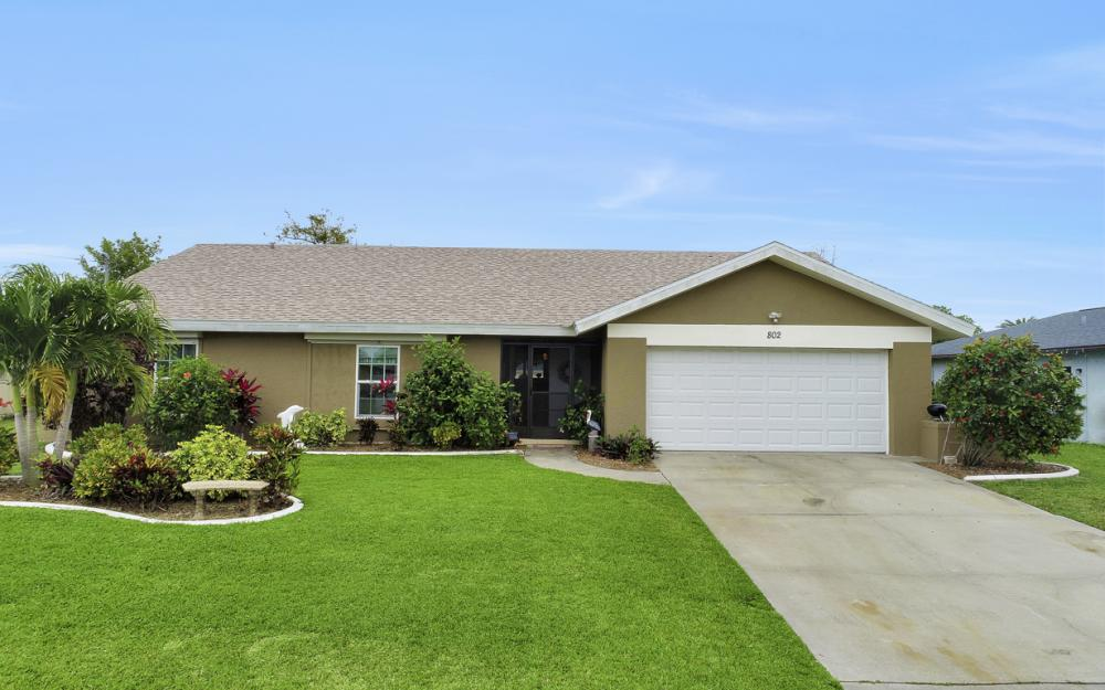 802 SE 33rd St, Cape Coral - Home For Sale 663881679