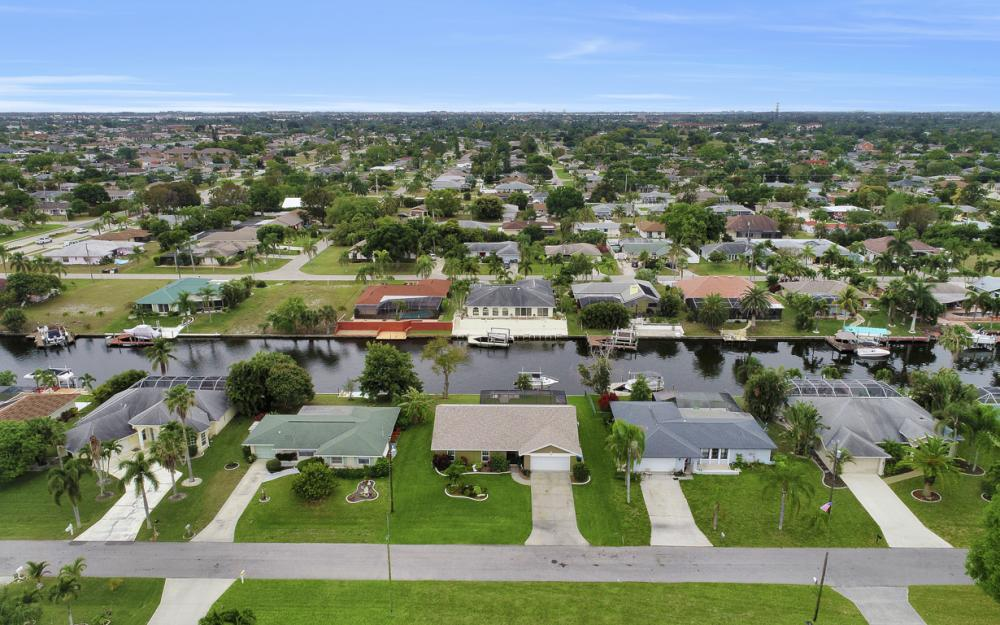 802 SE 33rd St, Cape Coral - Home For Sale 2045895732