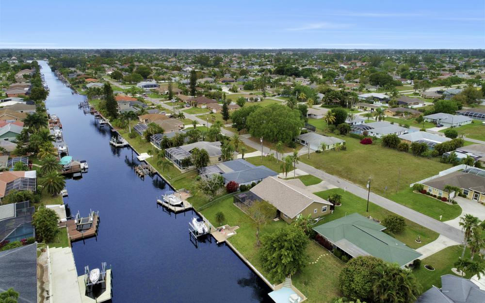 802 SE 33rd St, Cape Coral - Home For Sale 2010493036