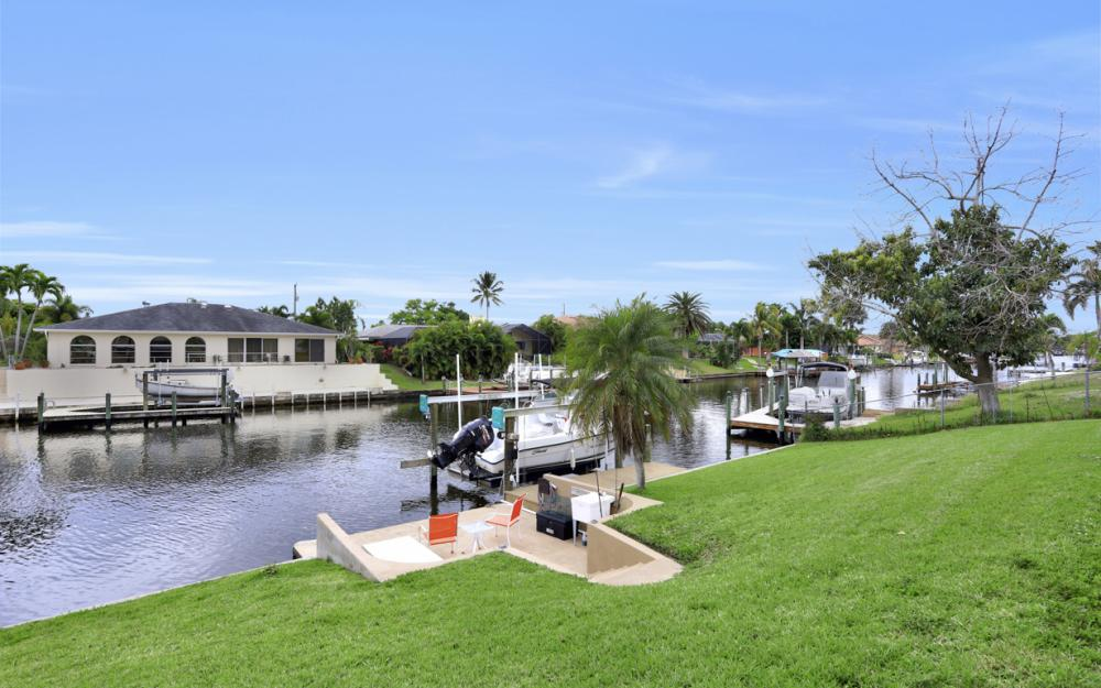 802 SE 33rd St, Cape Coral - Home For Sale 209592107