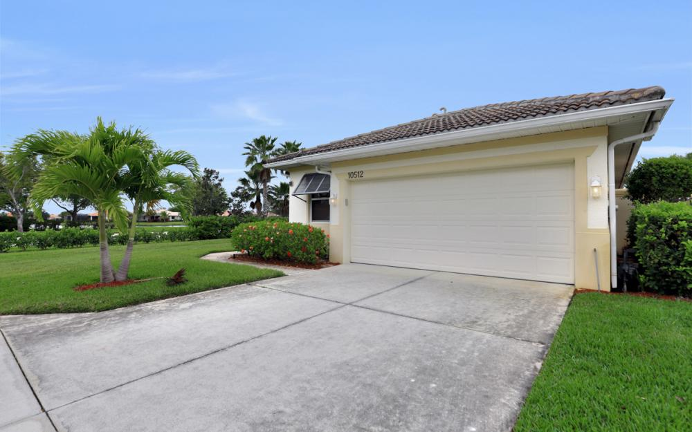 10512 Avila Cir, Fort Myers - Home For Sale 44005951