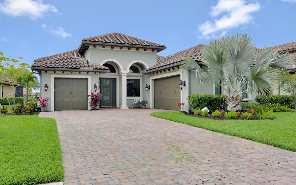 12438 Lockford Ln, Naples - Home For Sale 694032456