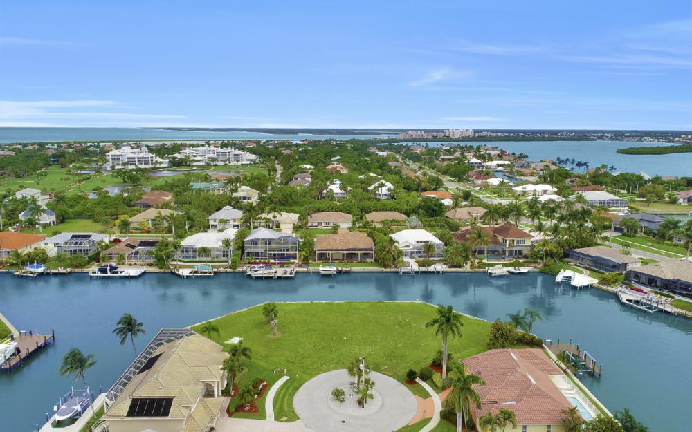 640 Blackmore Ct, Marco Island - Lot For Sale 1128605171