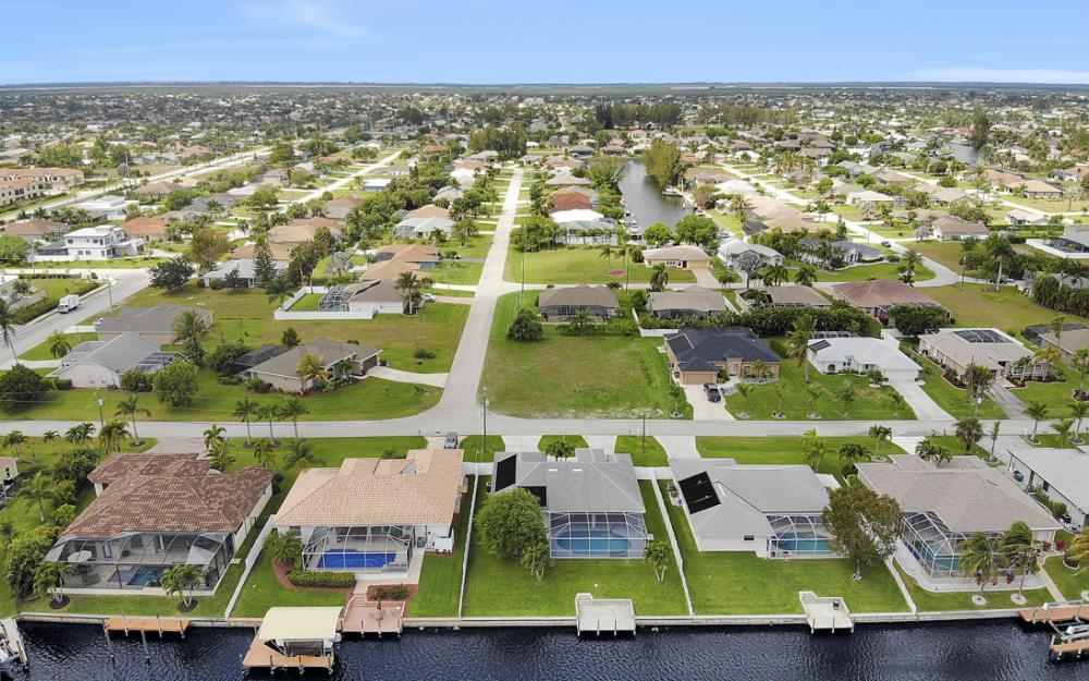 4635 SW 17th Pl, Cape Coral - Home For Sale 2082874479