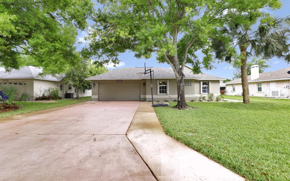 13672 Fern Trail Dr, North Fort Myers - Home For Sale 1089609333