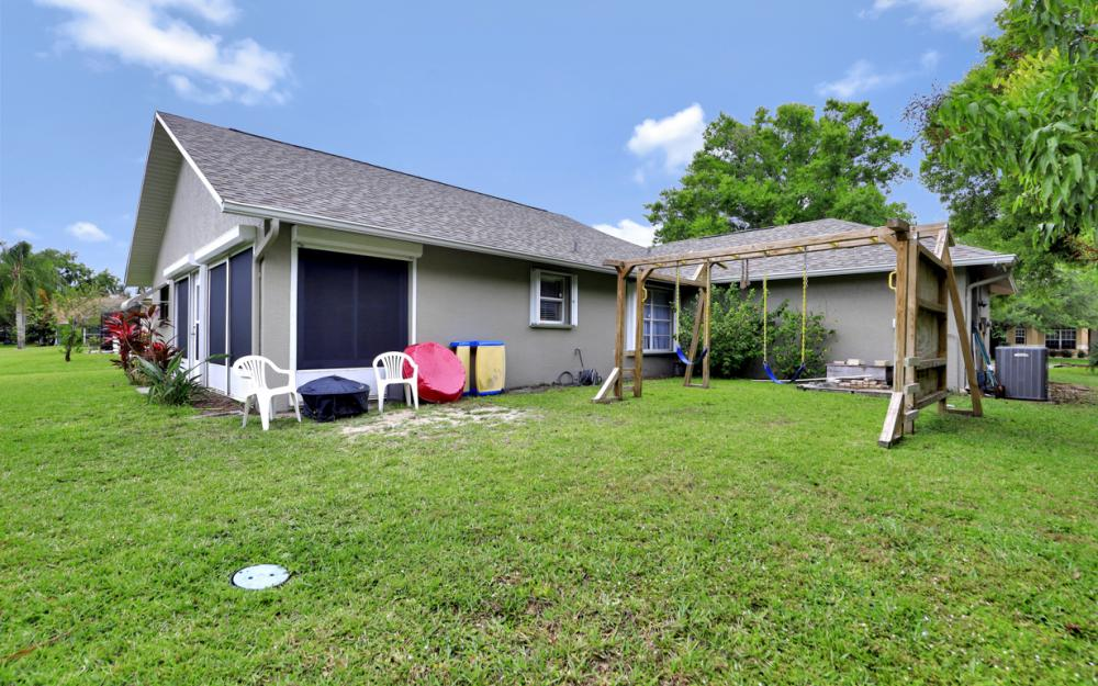 13672 Fern Trail Dr, North Fort Myers - Home For Sale 915419932