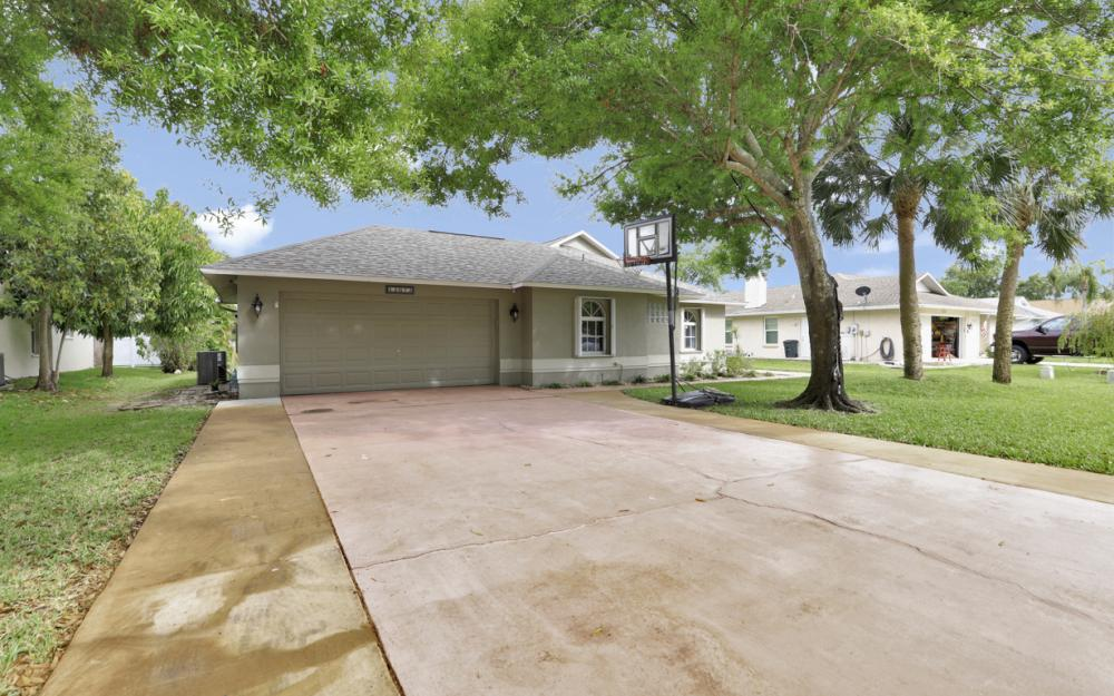 13672 Fern Trail Dr, North Fort Myers - Home For Sale 837541795