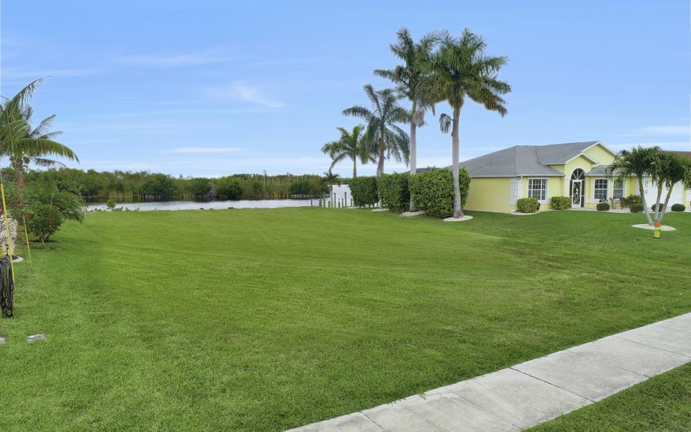 2948 Surfside Blvd, Cape Coral - Lot For Sale 447734201