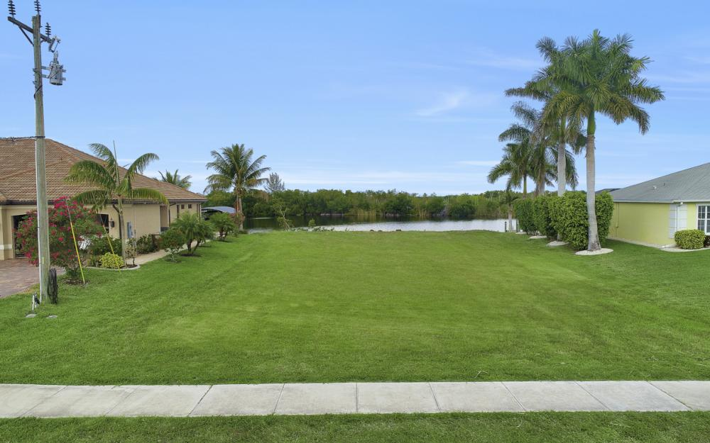 2948 Surfside Blvd, Cape Coral - Lot For Sale 1073016384