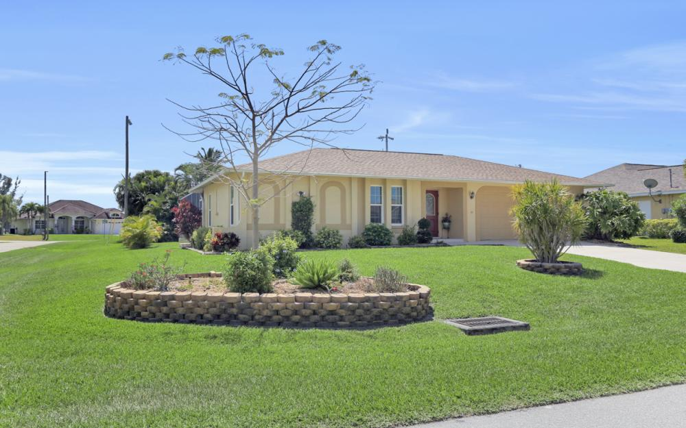 2302 SW 53rd Ter, Cape Coral - Home For Sale 758341706