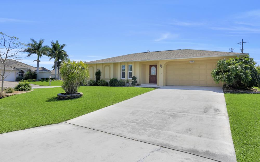 2302 SW 53rd Ter, Cape Coral - Home For Sale 903038618