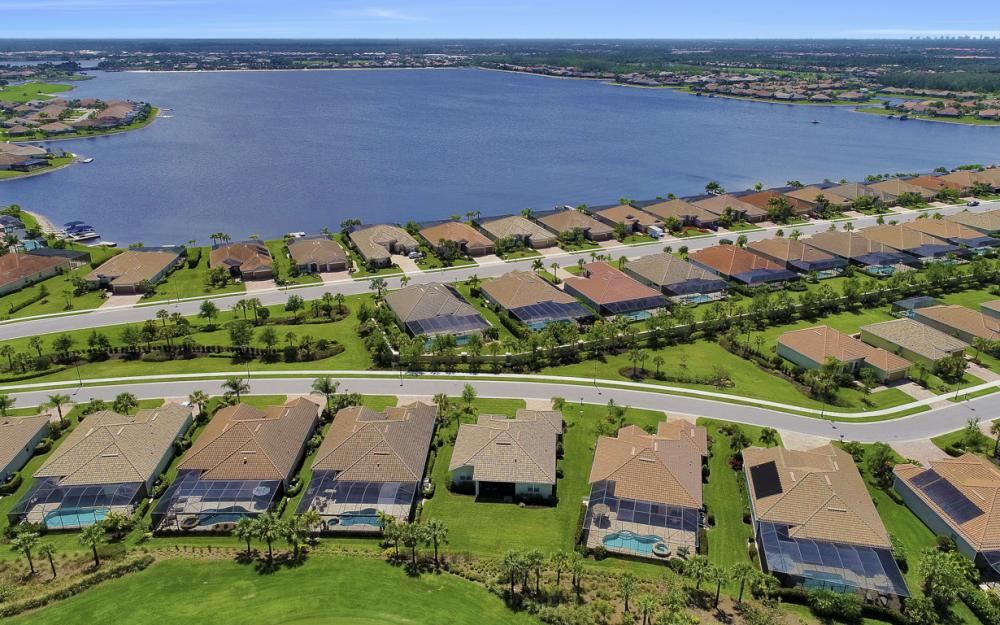 9279 Fieldstone Ln, Naples - Home For Sale 129445653