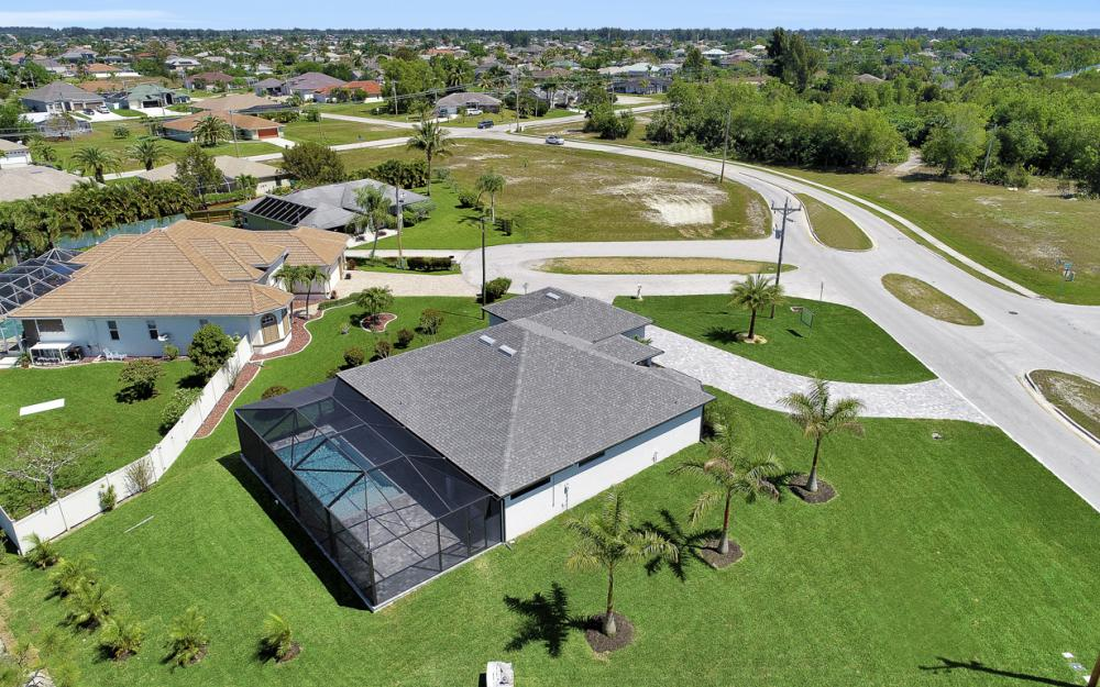 2515 Gleason Pkwy, Cape Coral - Home For Sale 504644534