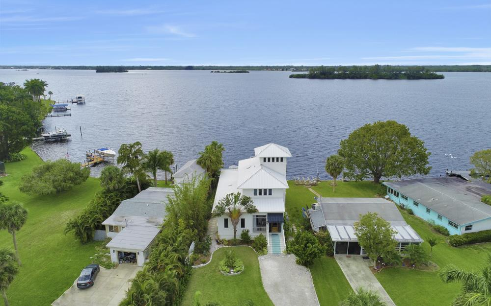 4559 E Riverside Dr, Fort Myers - Home For Sale 2097305753
