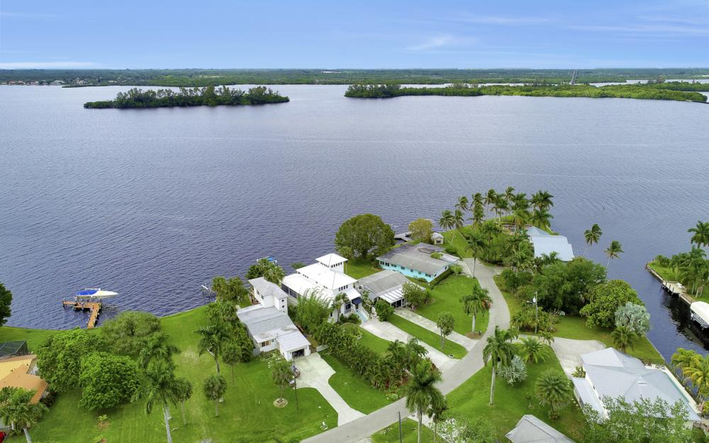 4559 E Riverside Dr, Fort Myers - Home For Sale 521548830