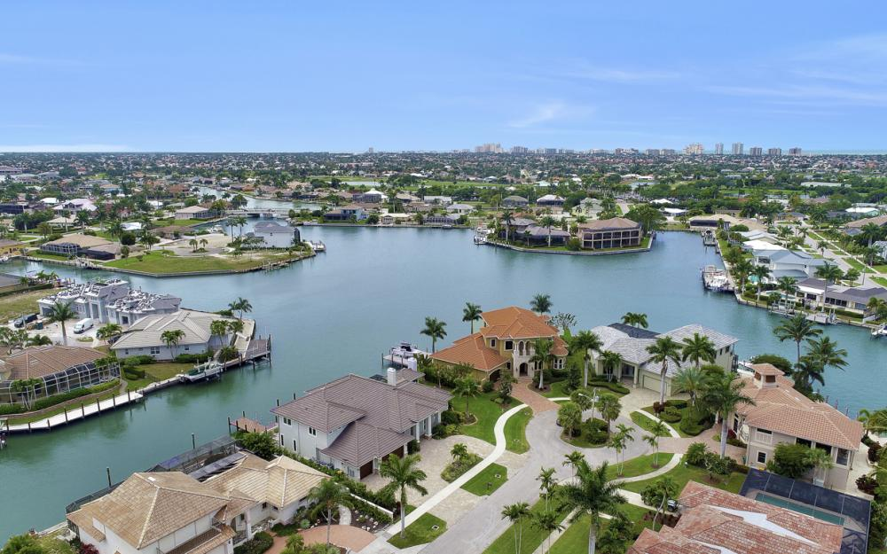 484 Pepperwood Ct, Marco Island - Home For Sale 54569850