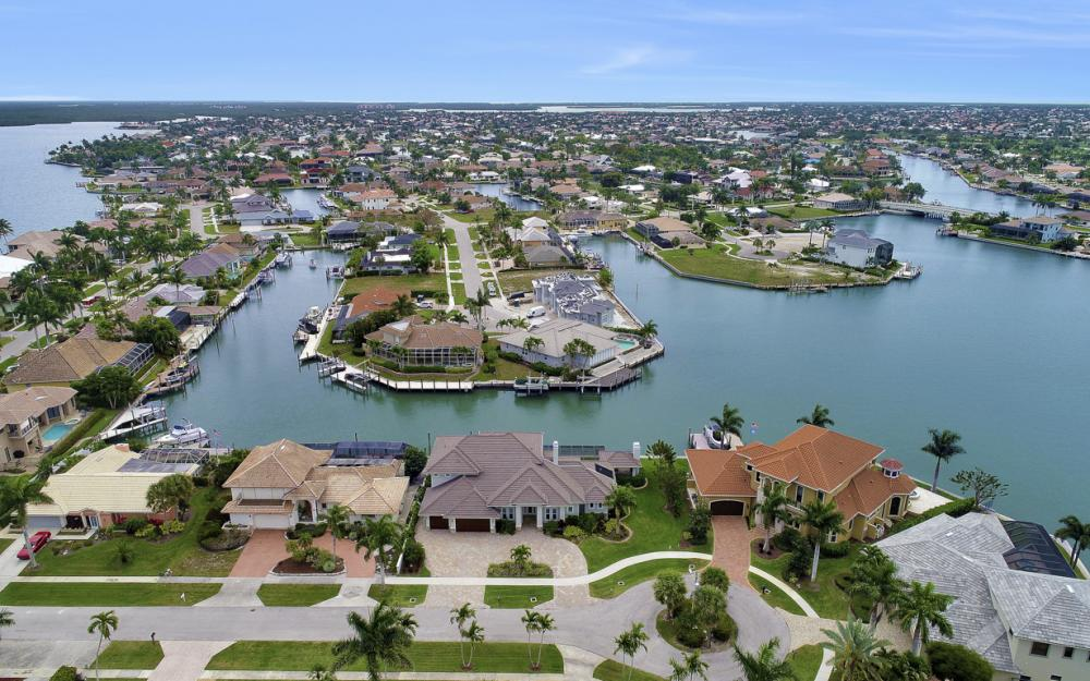 484 Pepperwood Ct, Marco Island - Home For Sale 900036362