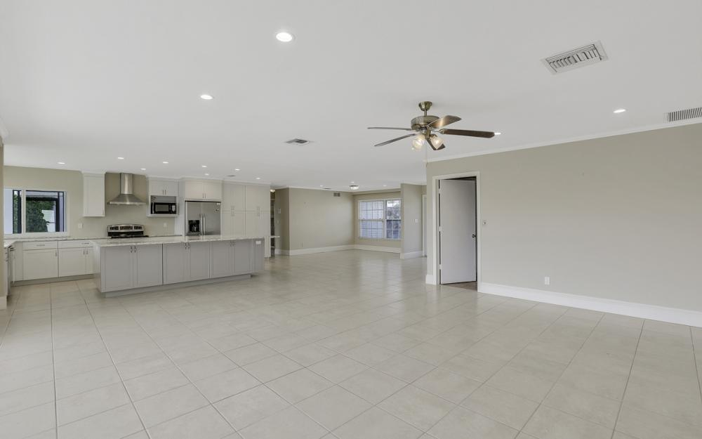 767 Amber Dr, Marco Island - Home For Sale 2081384790