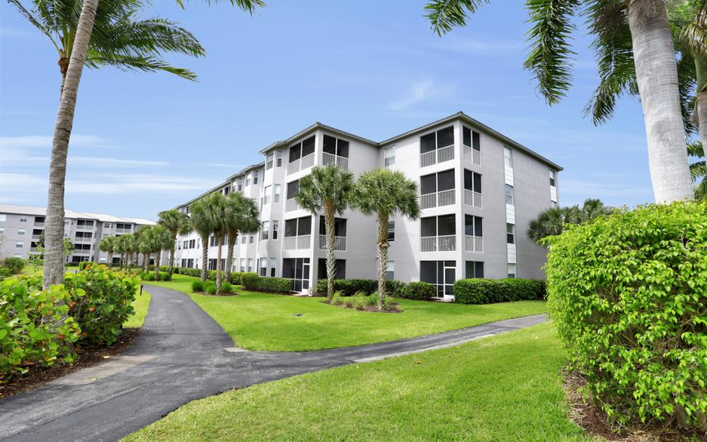 16675 Lake Circle Dr #1018, Fort Myers - Condo For Sale 632237034