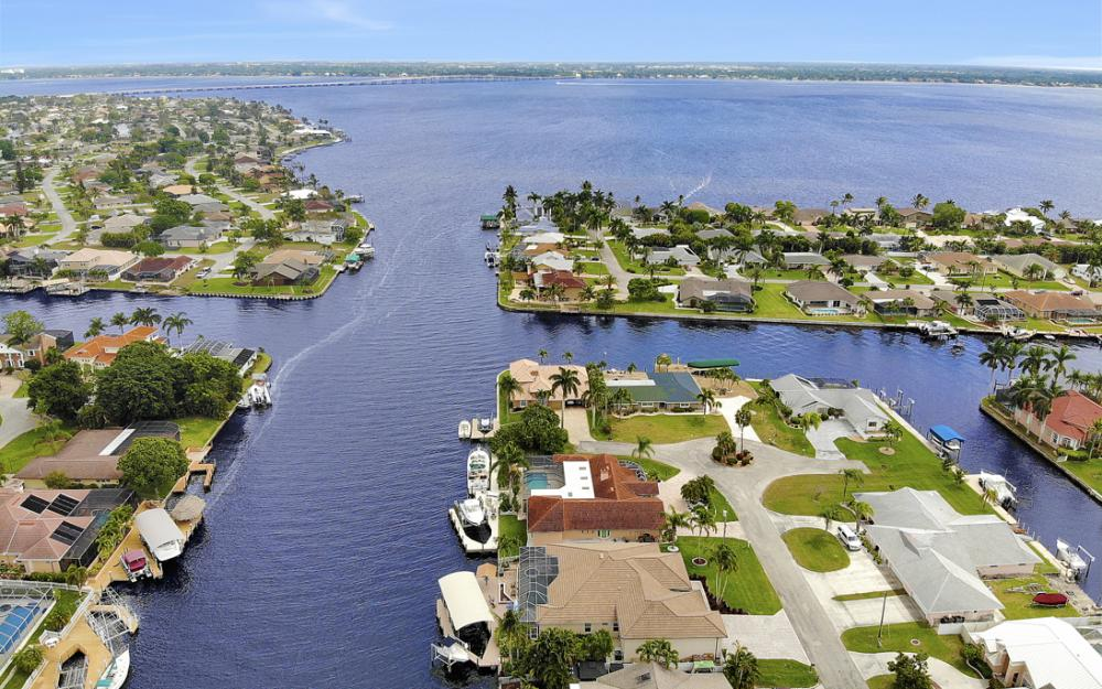 2047 SE 28th Ter, Cape Coral - Home For Sale 569324141