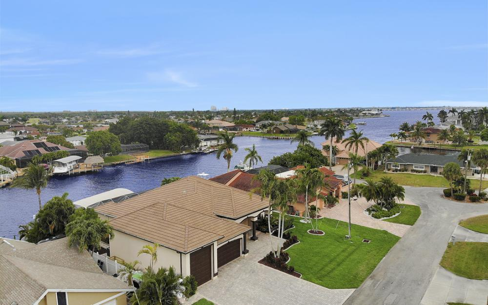 2047 SE 28th Ter, Cape Coral - Home For Sale 659132773