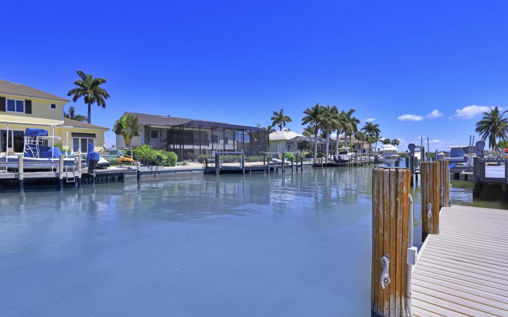 460 Maunder Ct, Marco Island - Home For Sale 943015110