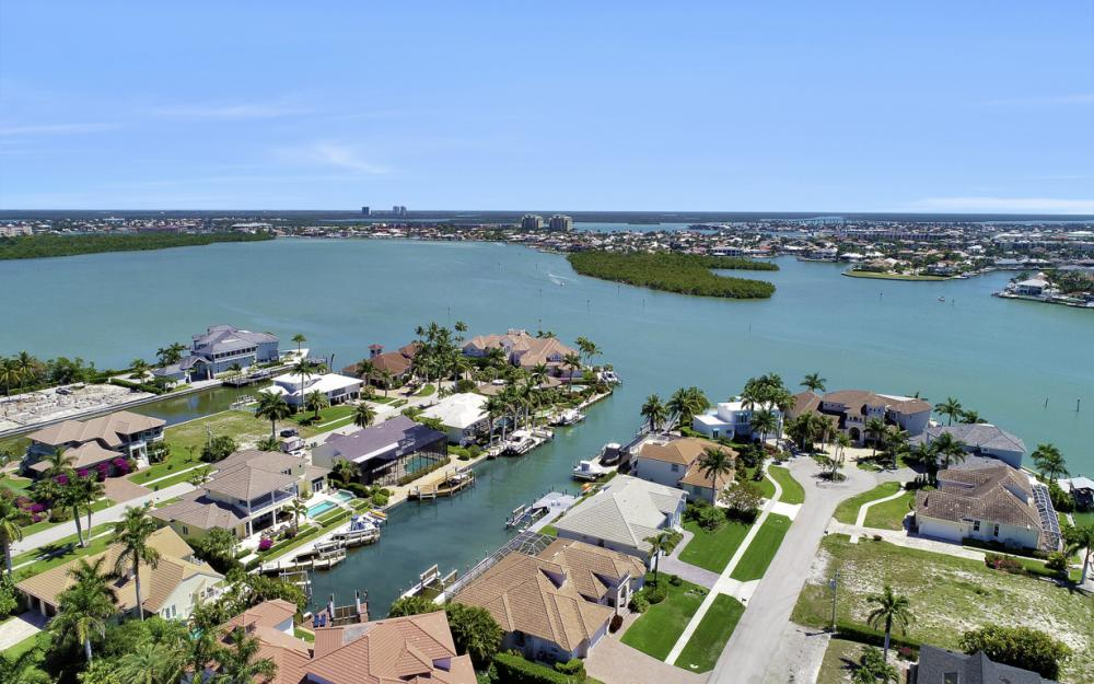 460 Maunder Ct, Marco Island - Home For Sale 85252486