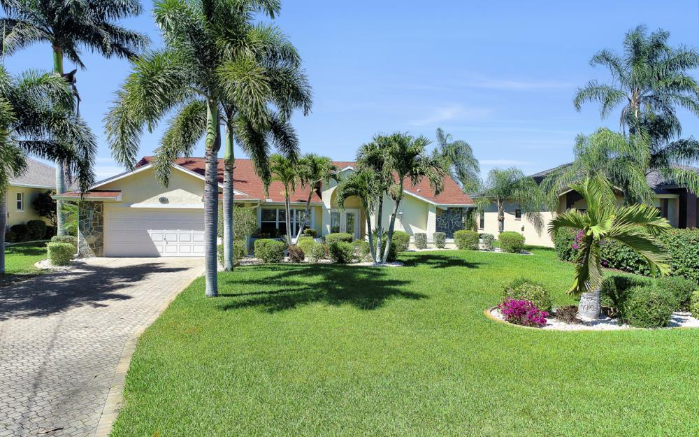 1201 SW 44th St, Cape Coral - Home For Sale 101467278