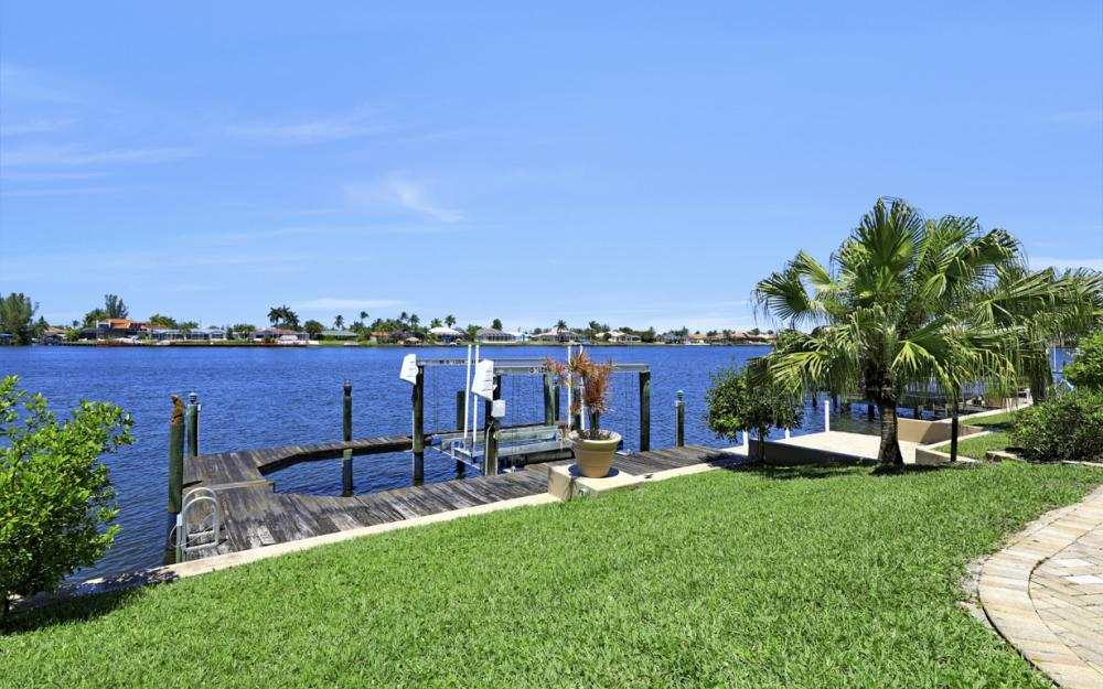 1201 SW 44th St, Cape Coral - Home For Sale 94507600