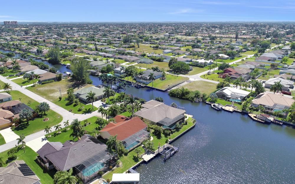 1201 SW 44th St, Cape Coral - Home For Sale 181202552