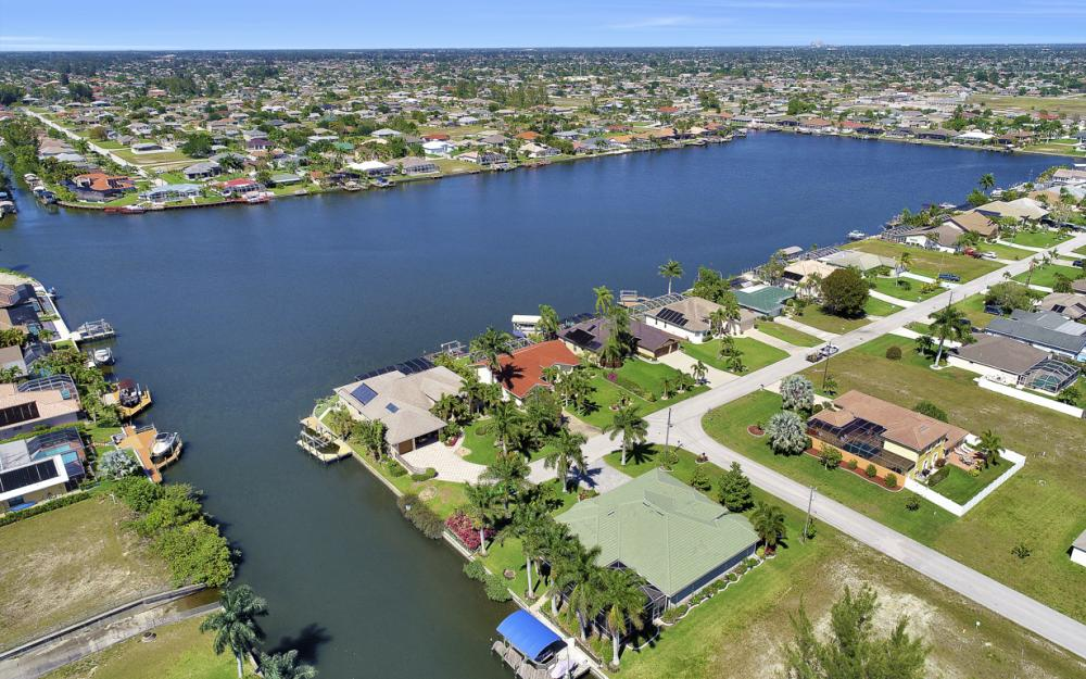 1201 SW 44th St, Cape Coral - Home For Sale 1161906815