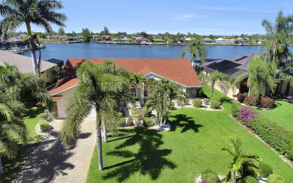 1201 SW 44th St, Cape Coral - Home For Sale 65923219